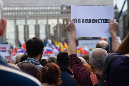 Im furious. A protester holds a poster at an opposition rally in Moscow, Russia Редакционное