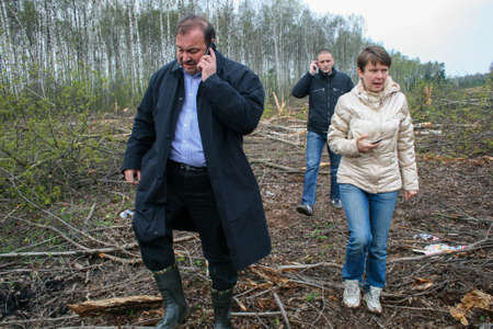 Politicians Gennady Gudkov, Yevgenia Chirikova and Sergey Udaltsov at the site of cutting down the Khimki forest Редакционное