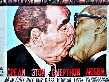 BERLIN, GERMANY - SEPTEMBER 15: Berlin Wall graffiti seen on Saturday, September 21, 2019 Berlin, East Side Gallery, Berlin Wall famous memorial. Standard-Bild - 133265367