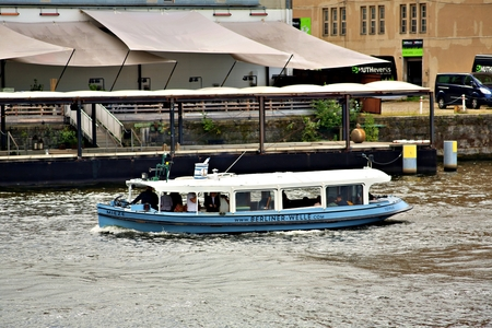 Berlin Germany. Thursday, September 26, 2019 The boat passes many popular sights of Berlin city. Standard-Bild - 133265402