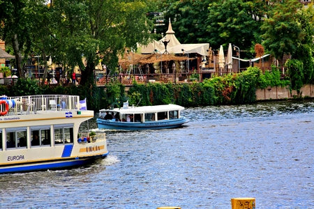 Berlin Germany. Thursday, September 26, 2019 The boat passes many popular sights of Berlin city. Standard-Bild - 133265417
