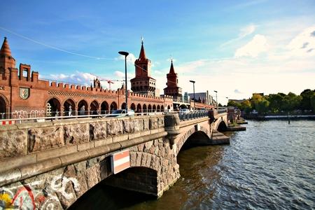Berlin Germany. Sunday, September 29, 2019 Oberbaum bridge over spree river in berlin. Standard-Bild - 133265418