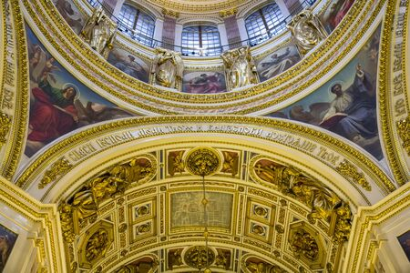 plafond: Ceiling in the St. Isaacs Cathedral, St Petersburg, Russia Editorial
