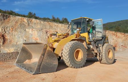 macadam: Machinery in the gravel pit