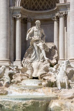 Detail van Trevi-fontein in Rome, Italië - Oceanus-standbeeld