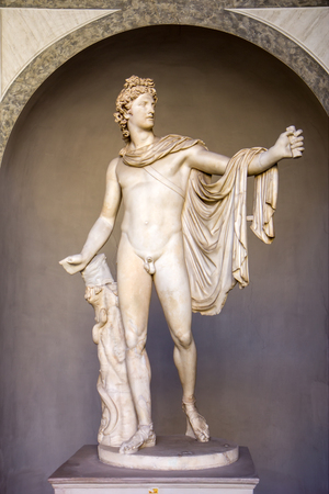 Ancient statue Apollo Belvedere in Vatican, Italy Редакционное