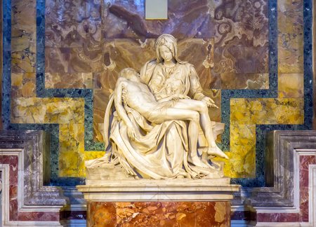Sculpture Pieta of Michelangelo inside st. Peter Church in Vatican City 新聞圖片