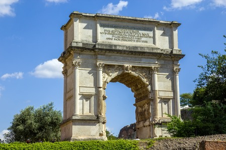 The Arch of Titus is a 1st-century honorific arch, located on the Via Sacra, Rome, Italy, just to the south-east of the Forum Romanum 版權商用圖片