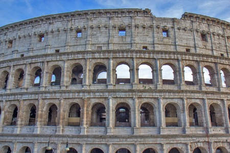 Part of the Roman Colosseum amphiteater in Rome, Italy 版權商用圖片 - 97430450
