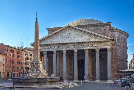 Ancient Roman Pantheon temple, front view - Rome, Italy Banco de Imagens