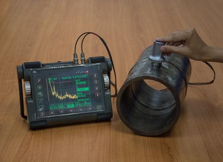 見つかった内部欠陥の超音波探傷試験による鋼管の検査 写真素材