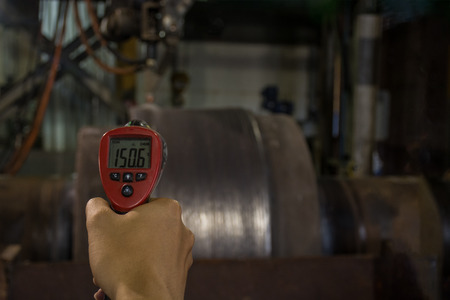 thermal imaging: Checking temperature  heat steel during welding