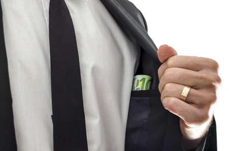corrupcion: De negocios que muestra el dinero bajo su traje de la corrupción concepto Foto de archivo