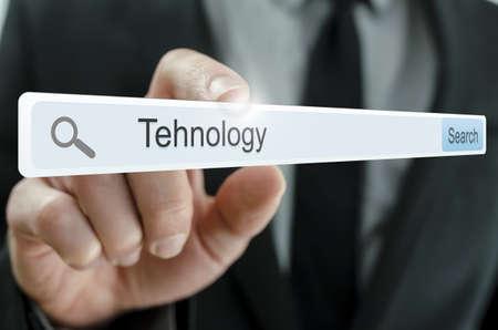 tecnologia: Tecnologia palavra escrita na barra de busca na tela virtual.