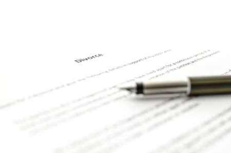 Detail van de Petitie voor echtscheiding papier met inkt pen op.