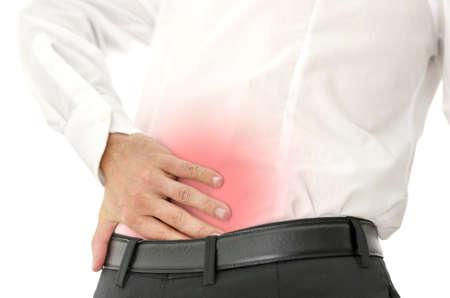 Zakenman die zijn pijnlijke onderrug. Concept van rugpijn. Geïsoleerd op witte achtergrond.