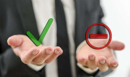 Close-up van zakenman het maken van de beslissing of u een suggestie of werknemer accepteren of weigeren