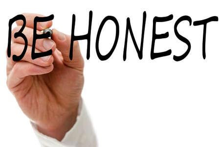 valores morales: Masculino palabra escritura a mano Sea honesto en la pantalla virtual. Foto de archivo