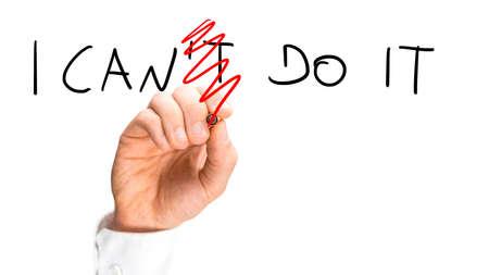 optimismo: Puedo hacerlo firmar en la pantalla virtual. Concepto de optimismo y positividad. Foto de archivo