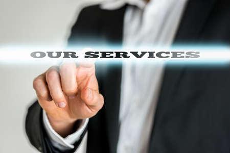 クローズ アップ実業家指さしを強調の当社サービスの記号。 写真素材