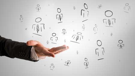 Customer beheerd relatie concept met een mannelijke hand presentatie van willekeurige mensen pictogrammen.