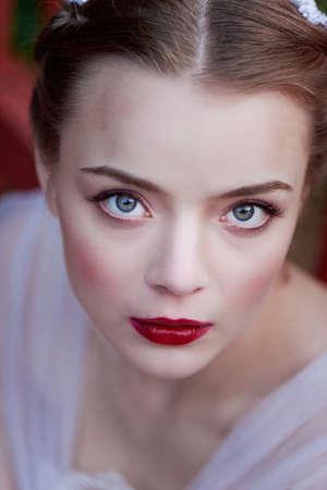ojos verdes: Primer plano retrato de niña de ojos verdes con un maquillaje de calidad. estilo boho Foto de archivo