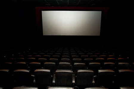 A cinema hall or a hall for events with a screen. A number of comfortable leather chairs. Many Stockfoto