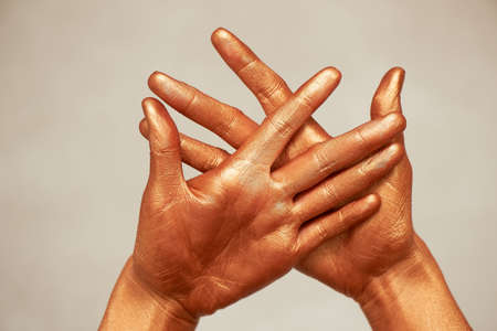 Yoga for hands is wise. Wise Cup chandman. Hands, in gold paint. Banco de Imagens