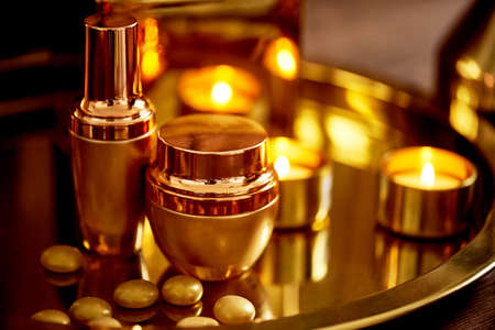 Gold gamut. Relax, take care of yourself. Spa salon, beauty salon Perfumery Foto de archivo - 123525287