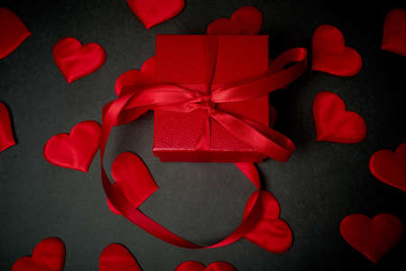 Valentines day, a Declaration of love. Red box with a gift to your loved one. Standard-Bild