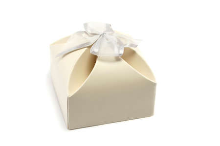 favours: neat little gift box, often used for wedding favours