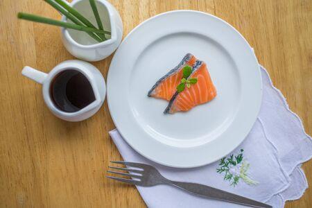 rosmarin: raw salmon