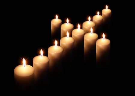 Kreuz der brennenden Kerze auf schwarzem Hintergrund