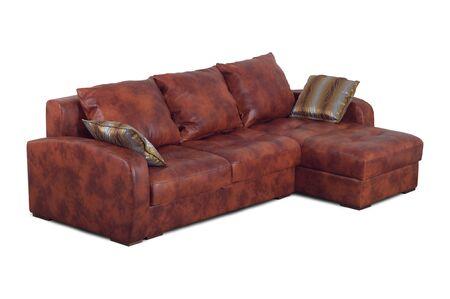 brown leather sofa: Divano in pelle marrone con cuscini isolato su uno sfondo bianco.
