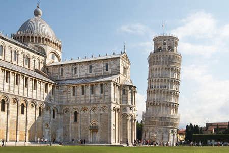 pisa: Italië, Pisa. De kathedraal en de scheve toren in het Campo dei Miracoli ensemble