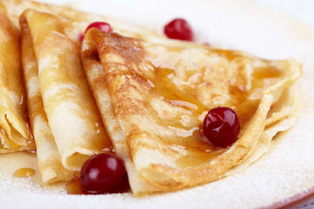 maslen: Pancakes with cranberry berries and honey on a plate Stock Photo