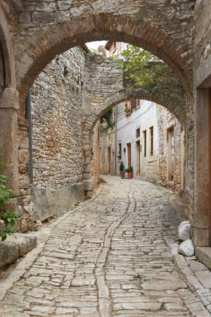Croatia, Bale. Quiet street in old town Standard-Bild