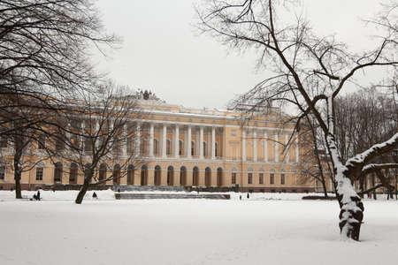 palacio ruso: Rusia, San Petersburgo. Museo Ruso (Mijailovski Palace) en invierno Editorial