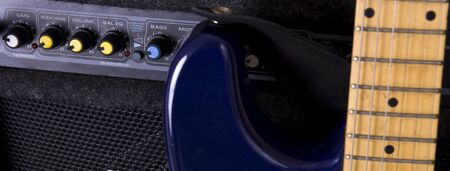 distortion: Knobs on a guitar amplifier