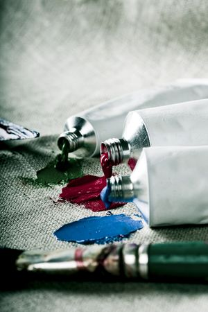 red tube: Tubos de pintura sobre lienzo de lino