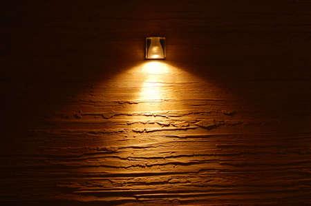 haus beleuchtung: Licht auf die farbigen Wand Textur