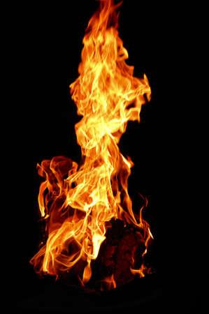 chemin�e gaz: �tude de la structure et la couleur des flammes