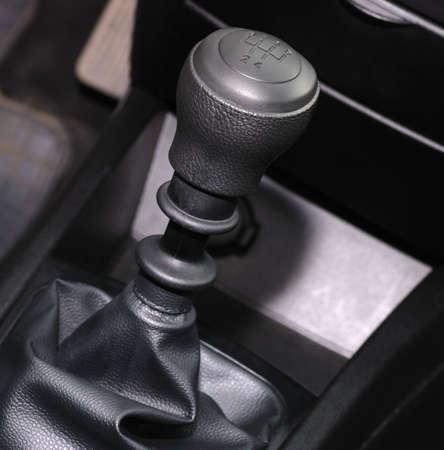traslados: El asa de conmutaci�n de las transferencias en el coche. El asa de cuero de una caja de las transferencias