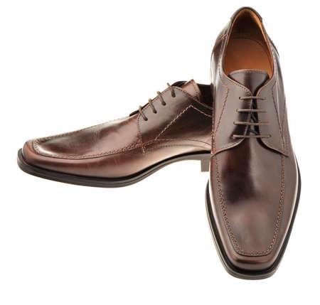 untied: Vincular un zapato de cuero marr�n. Los zapatos del hombre aislado en un fondo blanco Foto de archivo