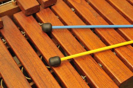 xilofono: Madera de xil�fono y mazos. Una foto close up. Color original  Foto de archivo
