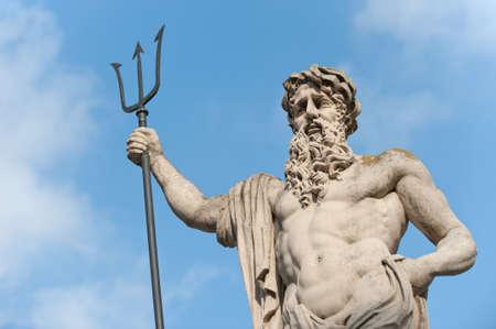 neptuno: Estatua Neptun. Fecha de creaci�n de los a�os 1800-1900. Lvov, Ucrania