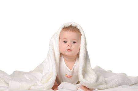 baby towel: El beb� en una toalla. Edad de 8 meses. Se encuentra aislada en un fondo blanco Foto de archivo