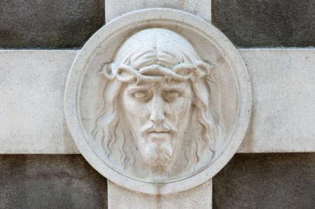 memorial cross: Monumento a Jes�s. Desde su creaci�n en 1787 Lychakiv cementerio Lvov, Ucrania