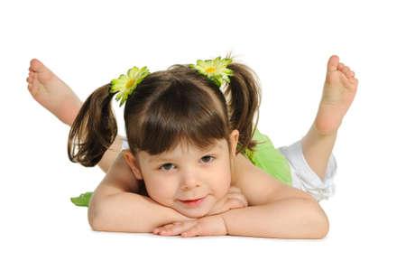 piedi nudi di bambine: Bella la bambina si trova sul bianco. Si � isolato su uno sfondo bianco Archivio Fotografico