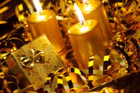 chandelles: No�l bougies et coffrets cadeaux. Couleur or Banque d'images